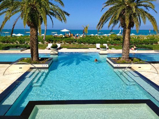 Grace Bay Club: estates pool