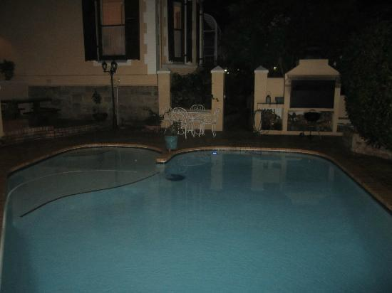 Carmichael Guesthouse: outdoor pool