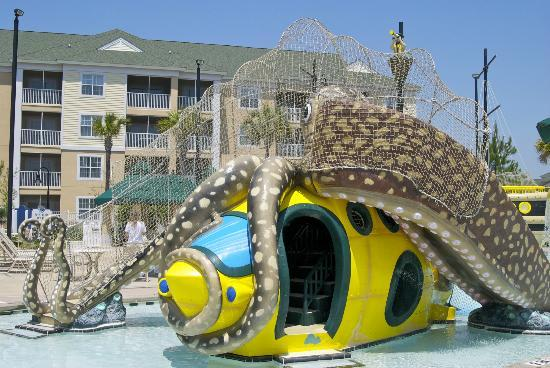 Sheraton Broadway Plantation Resort Villas: one of the kids water slides and climbing area