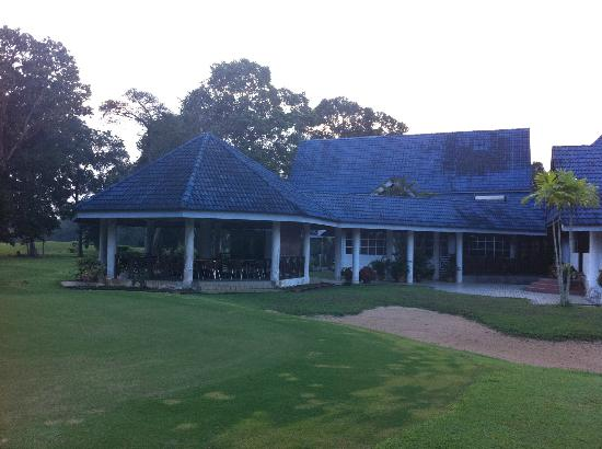 Lanjut Golden Beach & Golf Resort Kuala Rompin: Golf Club House