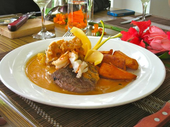 Officer's Club Restaurant : Steak with prawns