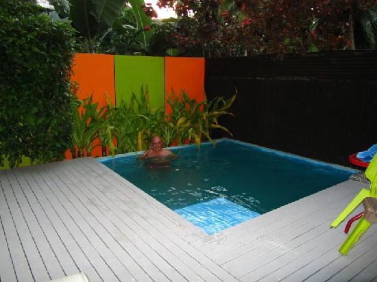 Kakera Villa Apartments: Relaxing in the plunge pool