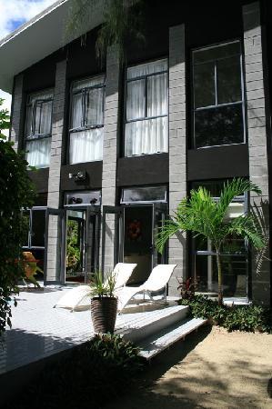 Kakera Villa Apartments: Front of Apartment Pepe