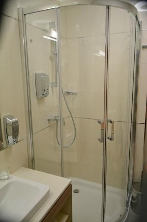 Hotel Srbija Garden Ex Garni: Double room bathroom