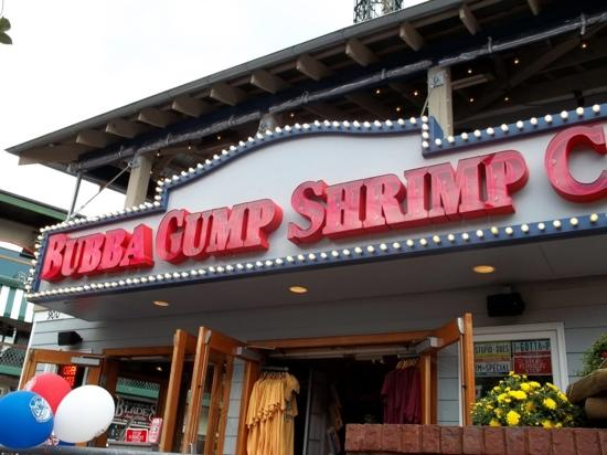 Bubba Gump Shrimp Co. Restaurant and Market: Food was okay! But Expensive!