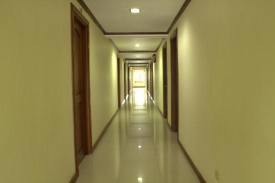 Hotel Ivory and Convention Center: very clean hallways
