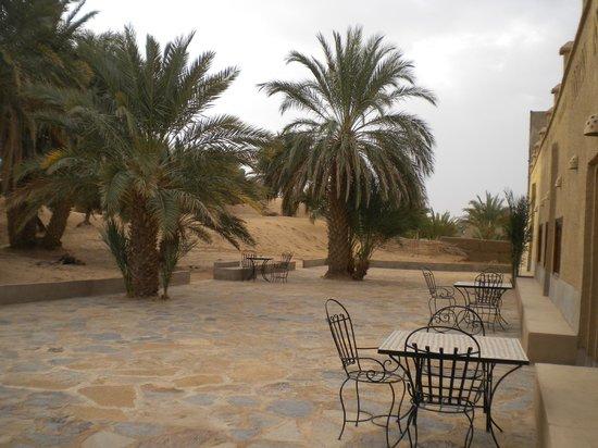 Hotel Ksar Merzouga: terrasse côté dune