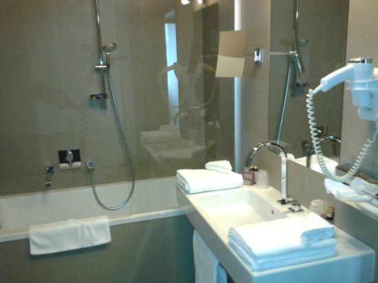 Kossak Hotel: Bathroom