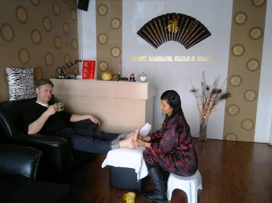 Silent Massage: Women like this place