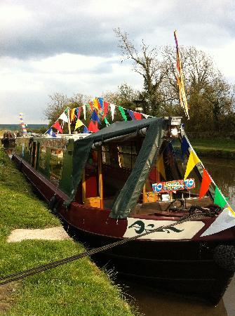 Airedale Cruising - Private Day Cruises: Lizzie-Jean decorated for a birthday cruise