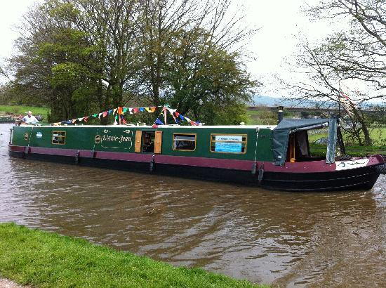 Airedale Cruising - Private Day Cruises: Lizzie-Jean near Skipton on the Leeds & Liverpool Canal
