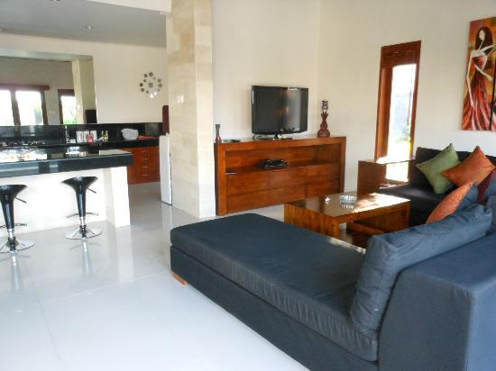 Amore Villas: separate villa containing kitchen, dining, lounge with all you need..