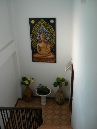 Central Guesthouse: l'escalier pour monter au chambres