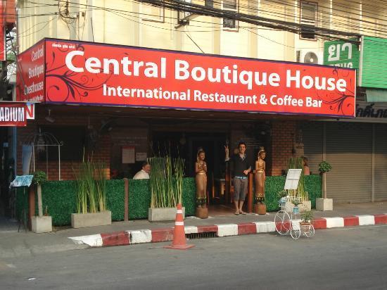 Central Guesthouse: Facade de l'hotel