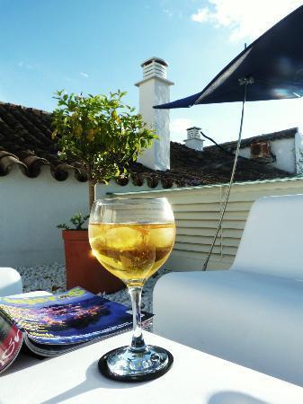 Hotel Viento10: Saffron gin and tonic on sun deck.