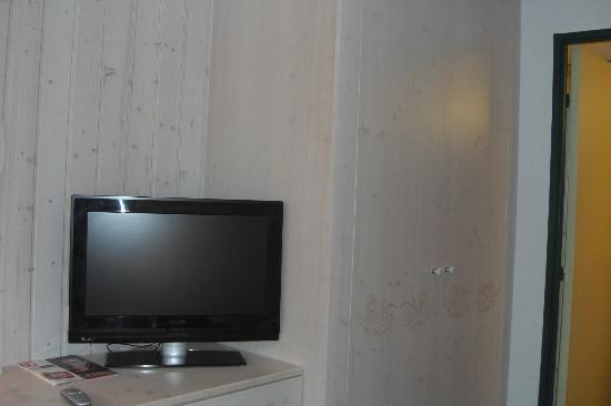 Mercure Courchevel : TV in the room