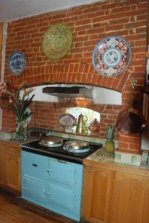 Pollen B and B: Kitchen area with Aga