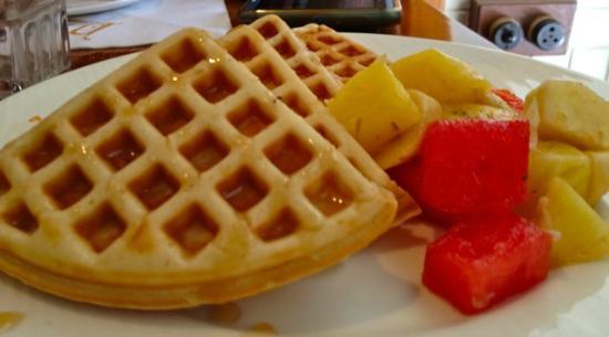 Woodside Inn Restaurant: Yummy waffles