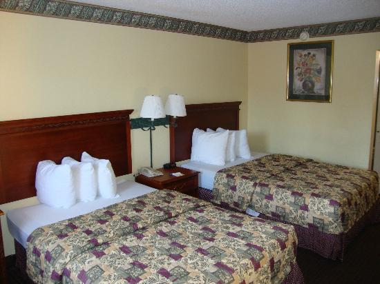 Days Inn St Augustine/Historic Downtown: This was our room!  Very nice!