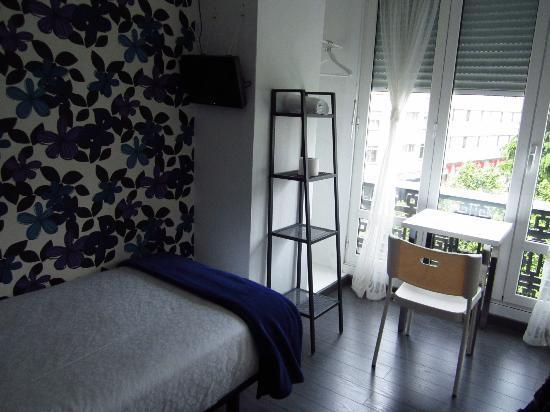 Hostal Mafer: Single room, share bathroom