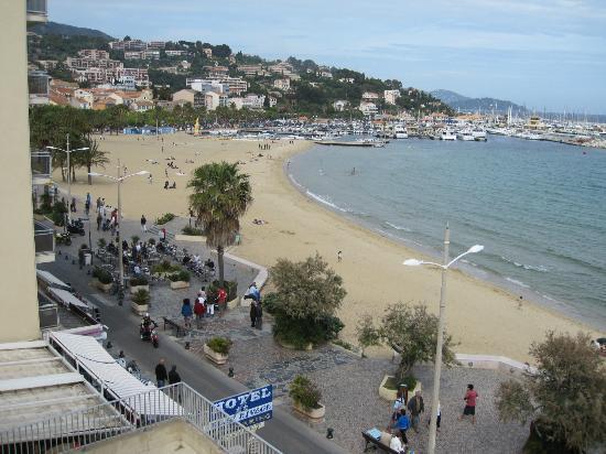 Hotel Beau Rivage : Utsikt mot sentrum og stranda