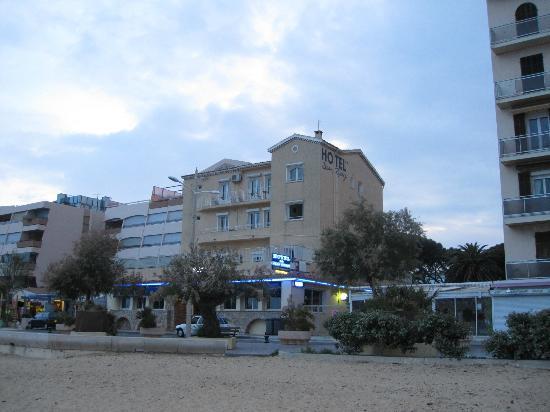 Hotel Beau Rivage : Kjekt å sitte på balkongen i øverste etasje