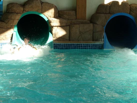 Tundra Lodge Resort Waterpark & Conference Center: racing down the water slides!!