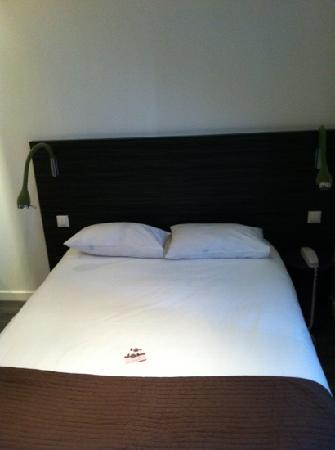 Kyriad Nantes Centre Graslin : la cama con luces