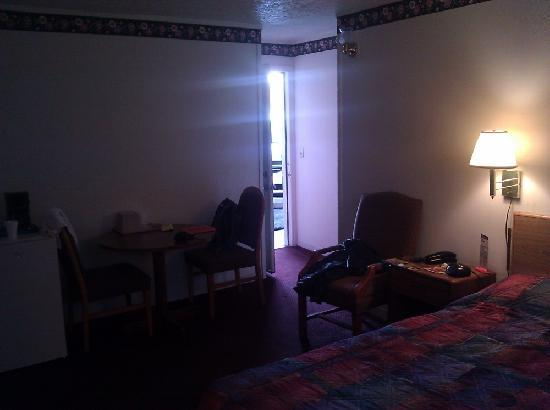 Travel Lite Motel : Our room