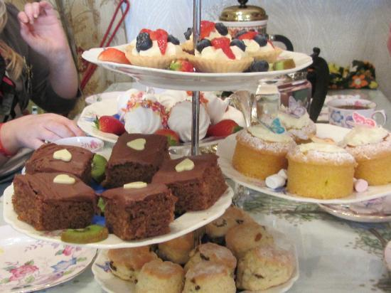 Middleton Post Office Tea Parlour : Mmmm...Delicious Cakes