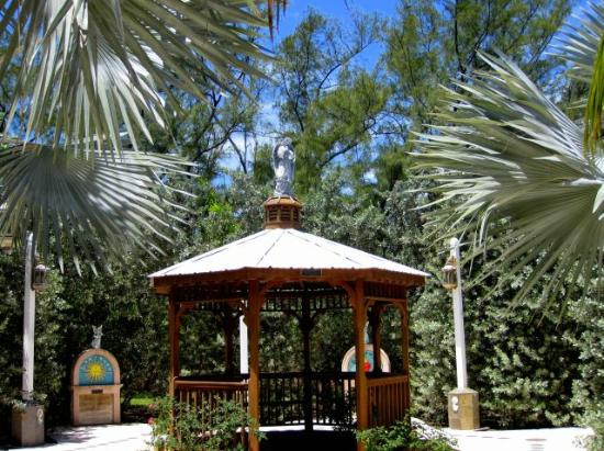 San Pablo Catholic Church: Gazebo