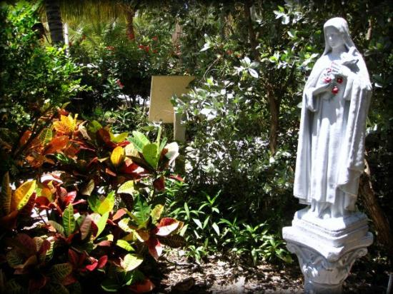 San Pablo Catholic Church: St. Therese in the Garden