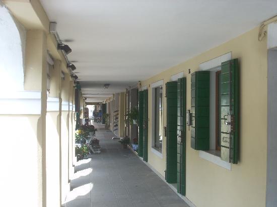 Osteria dalla Pierina : il portico dove affaccia l'osteria