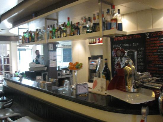 BEST WESTERN PLUS Hotel Bologna - Mestre Station: Ottimo il BAR  interno dell'Hotel : -)