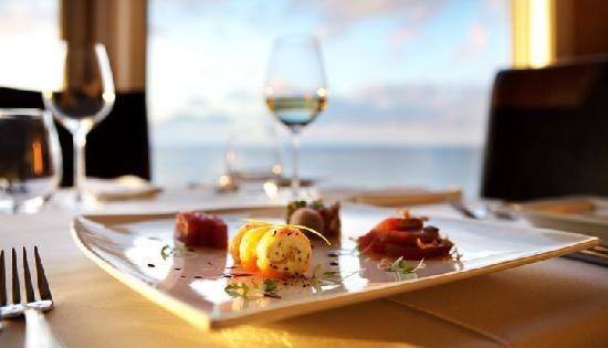 Atlantica Restaurant : Good food, wine and a VIEW