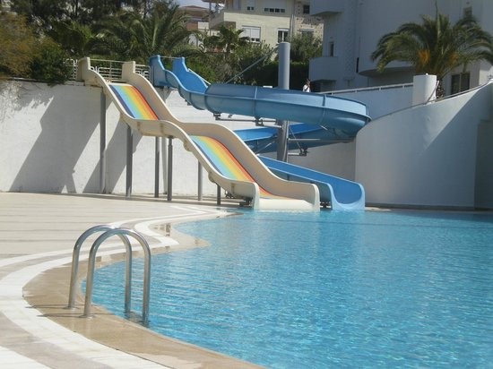 Side Mare Classic: Slides at pool