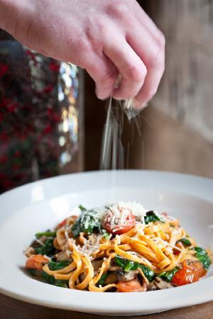 Inn & Spa At Cedar Falls Restaurant: Linguini