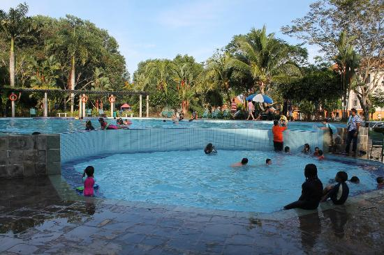 Swiss-Court Holiday Apartments Damai Laut: Kids pool