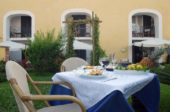 La Tonnara Hotel: il giardino