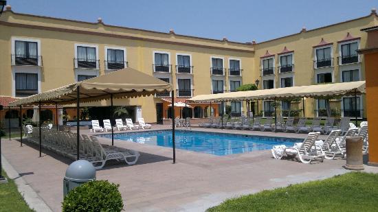 Fiesta Inn Queretaro: Very nice pool area!