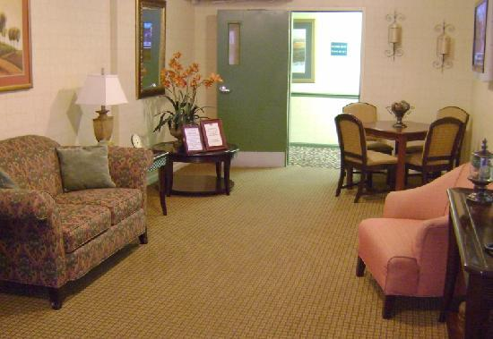 Home-Towne Suites of Greenville: Lobby
