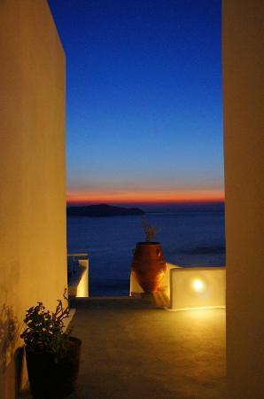 Athina Luxury Suites : Sunset