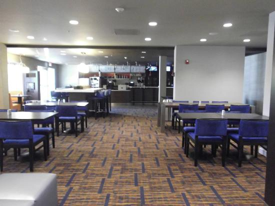 Courtyard by Marriott Miami Aventura Mall: Cafe in the Lobby