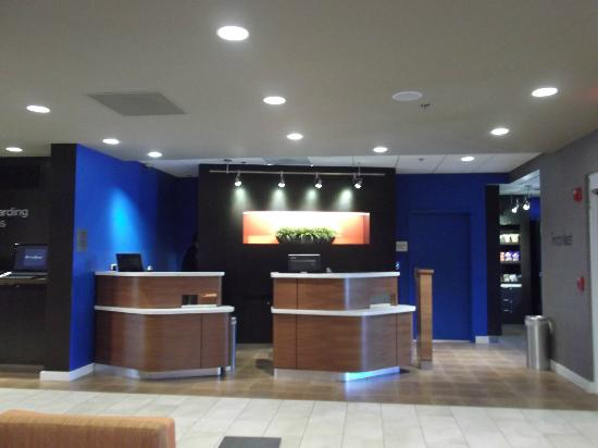 Courtyard by Marriott Miami Aventura Mall: Front Desk