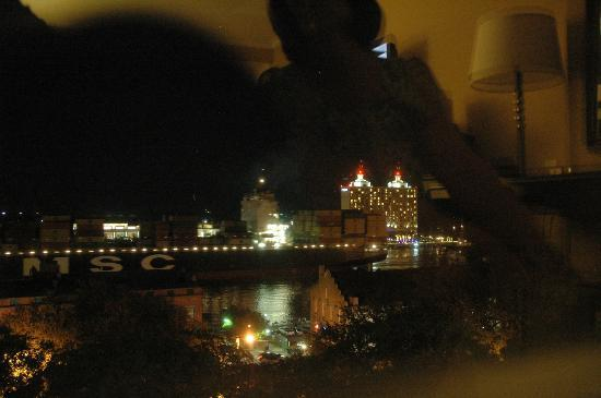 Holiday Inn Express Savannah-Historic District: Nightime view of ships on the river.