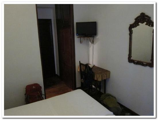 Pension Sarasate: Small desk