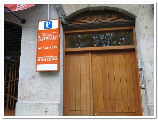 Pension Sarasate: Front Entry
