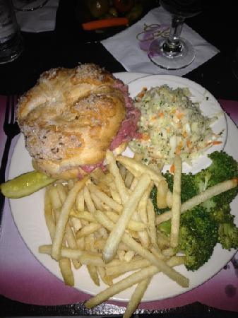 Eckl's Restaurant: beef on weck special