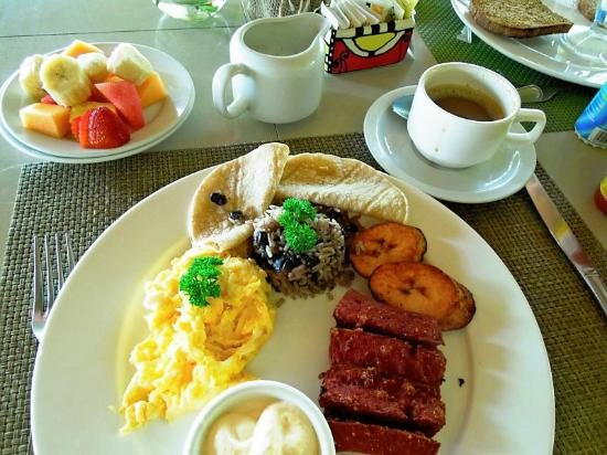 Alma del Pacifico Beach Hotel & Spa: Breakfast