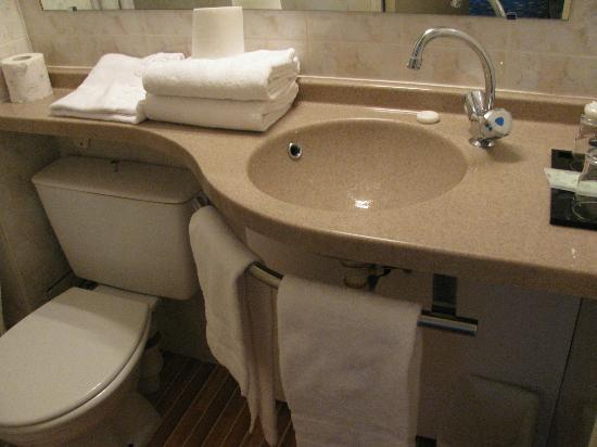 Hotel Kensington : bathroom